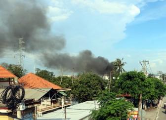 Cháy lớn kho hải sản ở TP Hồ Chí Minh, hai xe ô tô cùng nhiều tài sản bị thiêu rụi