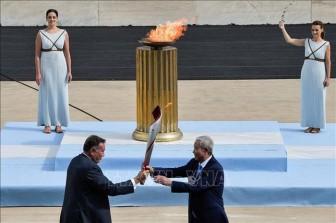 Hy Lạp trao ngọn đuốc Olympic Bắc Kinh 2022 cho nước chủ nhà Trung Quốc