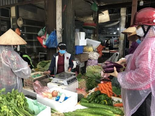 Giá rau xanh tăng mạnh từng ngày, nhiều loại tăng gấp đôi