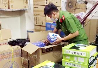 Tổ liên ngành chống buôn lậu tỉnh An Giang liên tục phát hiện số lượng lớn các mặt hàng không rõ nguồn gốc