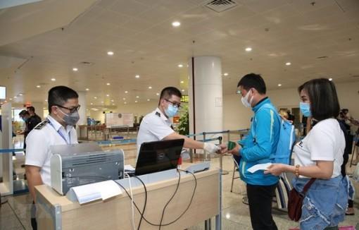 Tạo điều kiện để người Việt Nam, người nước ngoài xuất nhập cảnh