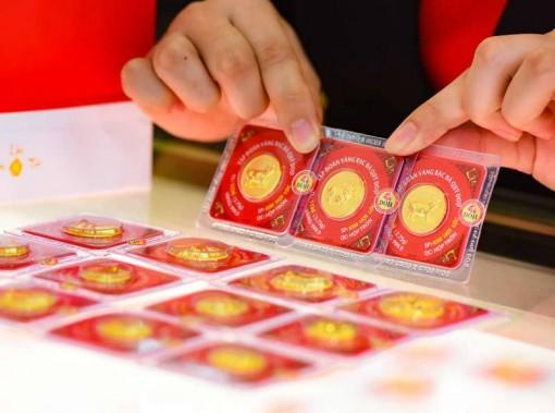 Giá vàng hôm nay 21-10: Sức ép gia tăng, vàng lên giá