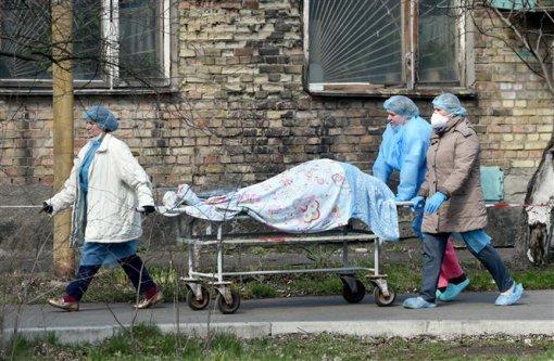 Ca tử vong tăng mạnh ở Nga; Số lượng lớn y bác sĩ thế giới thiệt mạng vì đại dịch