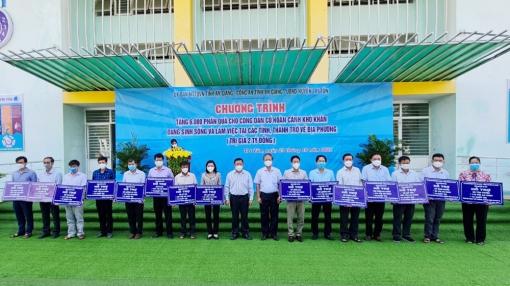 6.000 phần quà hỗ trợ người dân ngoài tỉnh về huyện Tri Tôn