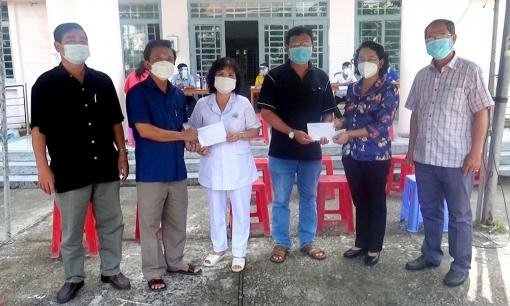 Bí thư Huyện ủy Thoại Sơn Nguyễn Thị Minh Kiều thăm, động viên lực lượng tuyến đầu chống dịch