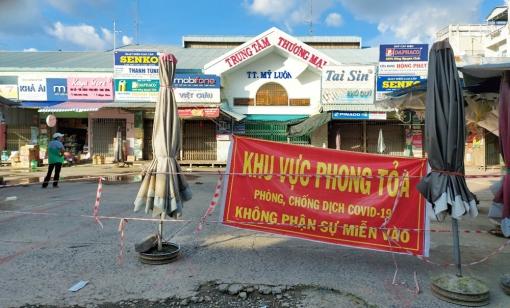 UBND Chợ Mới công bố tạm thời cấp độ 4 (nguy cơ rất cao) đối với thị trấn Mỹ Luông và thị trấn Chợ Mới