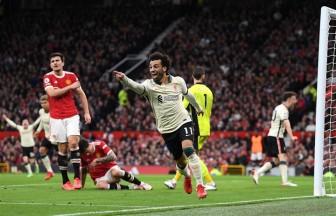 Man Utd sụp đổ, Liverpool không thèm ghi thêm bàn thắng