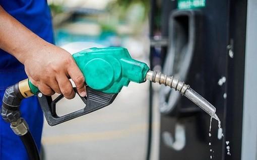 """Giá xăng dầu tăng """"sốc"""" hơn 1.400 đồng/lít từ chiều nay"""