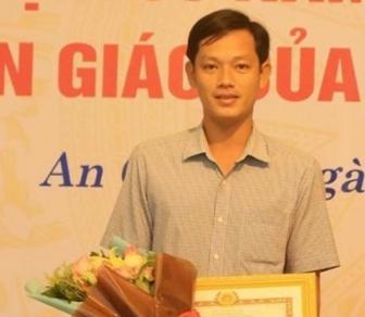 """Giáo viên Trần Phong Bắc, Trường Tiểu học B Hòa Lạc đoạt giải nhất tuần 2 Cuộc thi trắc nghiệm """"Chung tay phòng, chống dịch COVID-19"""""""