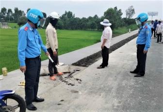 Đội Thanh tra Giao thông số 2 TP. Châu Đốc kiểm tra công tác phòng, chống dịch COVID-19 tại đơn vị thi công công trình giao thông