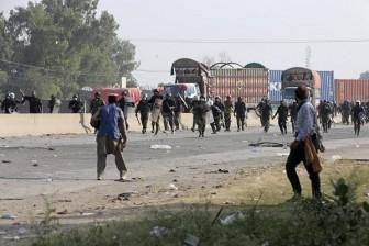 Đụng độ ở Pakistan, hàng trăm người thương vong