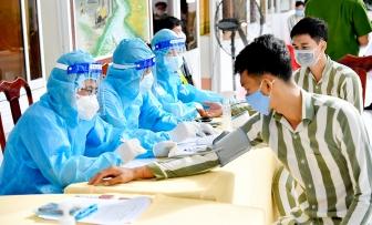 Quân y tỉnh An Giang tổ chức tiêm vaccine phòng COVID-19 cho phạm nhân